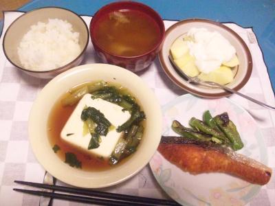 SBSH0203_1201夜-焼き鮭、小松菜豆腐、スープ、リンゴヨーグルト_400.jpg