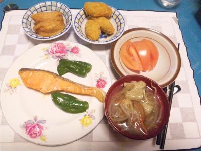 SBSH0204_0131夜-いなり寿司、焼き鮭、つみれ汁、トマト、牡蠣フライ_400.jpg