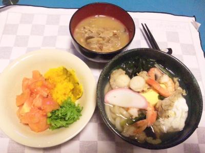 SBSH0206_0221夜-具沢山鍋焼きうどん風、3色サラダ、お味噌汁_400.jpg