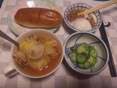 SBSH0204_0321夜-パン、温泉卵納豆、ホタテとキャベツのスープ、じゃこときゅうりの酢の物_400.jpg