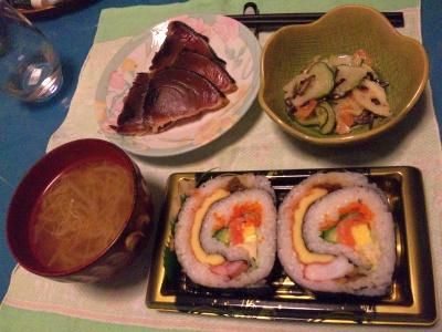 SBSH0204_0403夜カツオたたき、海鮮巻き寿司、根菜酢の物、味噌汁_400.jpg