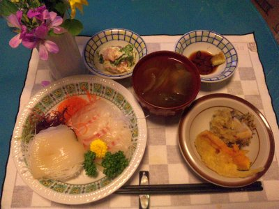 SBSH0228_0520夜-タイとイカの刺身、野菜の天ぷら、青梗菜のスープ、サラダ_400.jpg