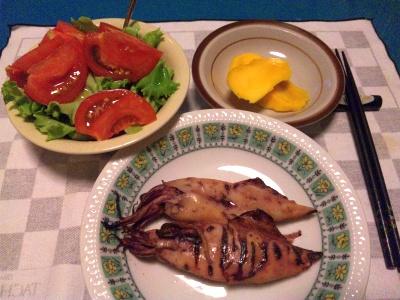 SBSH0213_0620夜-焼きイカ、トマトサラダ、マンゴー_400.jpg