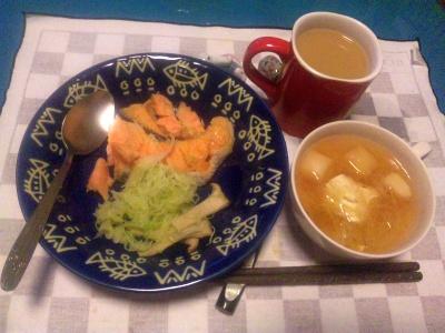 SBSH0224_1020夜-蒸し焼き鮭とキャベツ、豆腐と春雨ののエスニックスープ、ミルクティ_400.jpg