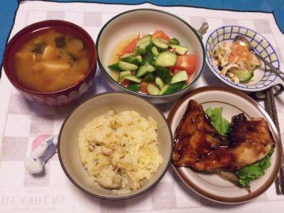 SBSH0215_1029夜-鰤カマ、オレンジご飯、サラダ、味噌汁、酢の物_400.jpg