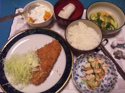 SBSH0217_1030夜-チキンカツ、麩のお吸い物、酢の物、サラダ、かぼちゃヨーグルト、ご飯_400.jpg