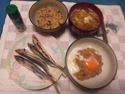 SBSH0244_1114夜-あご焼き、卵納豆、モヤシ味噌汁、キノコご飯_400.jpg