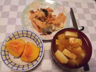 SBSH0203_1120夜-鮭ソテー、豆腐味噌汁、柿_400.jpg