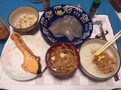 SBSH0208_1121夜-鮭、刺身コンニャク、おろし納豆、モヤシ味噌汁、かやくご飯_400.jpg
