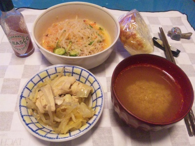 SBSH0206_1126夜-春雨サラダ、鶏の煮物、スープ、パン_400.jpg