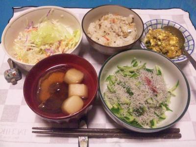 SBSH0222_1128夜-じゃこキュウリ、しいたけのお吸い物、大根のカレー肉みそ、サラダ、かやくご飯_400.jpg