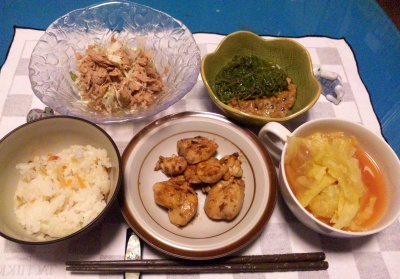 SBSH0243_1226夜-チキンソテー、キャベツのトマトスープ、メカブ納豆、ツナサラダ、寿司飯_400.jpg