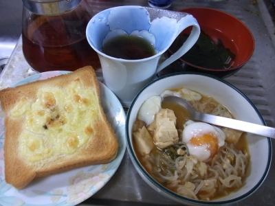 RIMG0036_0110昼-チーズトースト、紅茶、落とし卵いりすき焼き風煮もの_400.jpg