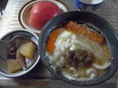 RIMG0013_0113昼-卵うどん、牛煮込み、リンゴ_400.jpg