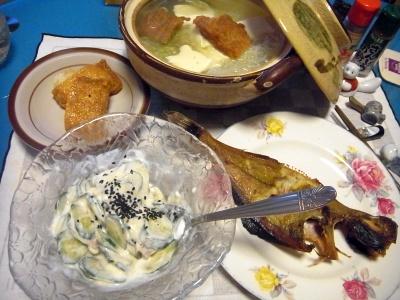 RIMG0010_0215夜-生干しカレイ、いなり寿司、きゅうりヨーグルト、ごぼう揚げ鍋_400.jpg