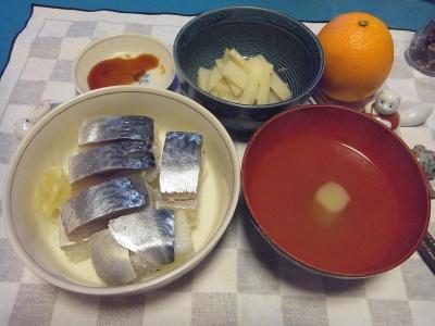 RIMG0021_0307夜-鯖寿司、お吸い物、大根のおひたし、オレンジ_400.jpg
