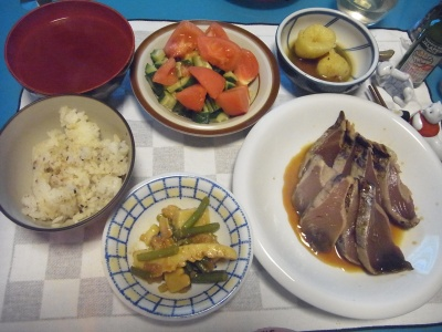 RIMG0008_0318夜-カツオたたき、イカと筍中華風、トマトサラダ、お吸い物、新じゃが_400.jpg