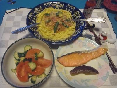 RIMG0007_0329夜-鮭焼き、なすび蒸し煮、サラダ、クリーミースパゲティ_400.jpg