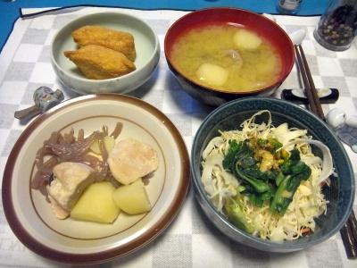 RIMG0011_0410夜-鶏とジャガイモ煮込み、菜の花サラダ、味噌汁、いなり寿司_400.jpg