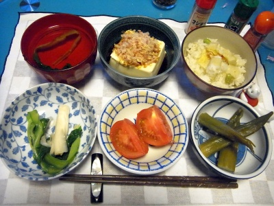 RIMG0007_0513夜-筍ご飯、冷奴、うるい、オクラ煮浸し、トマト、お吸い物_400.jpg