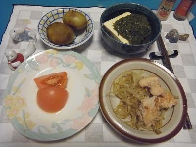 RIMG0006_0531夜-鶏とモヤシ炒め煮、新じゃが丸煮、メカブ奴、トマト_400.jpg
