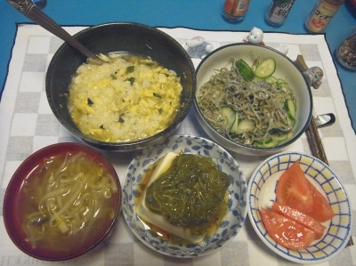 RIMG0012_0625夜-親子丼、めかぶ奴、ジャコきゅうりサラダ、トマト、エスニックスープ_400.jpg