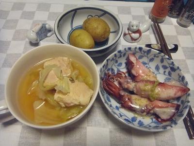 RIMG0007_0630夜-茹でイカのわさびゴマだれ、チキンスープ煮、新じゃが_400.jpg