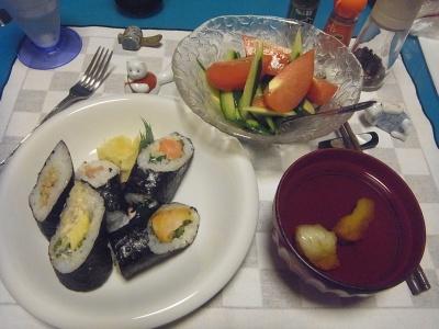 RIMG0018_0713夜-巻き寿司セット、お吸い物、サラダ_400.jpg