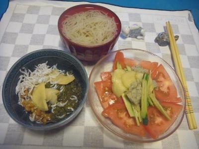 RIMG0012_0804夜-素麺、めかぶとちりめん納豆、トマトサラダ_400.jpg