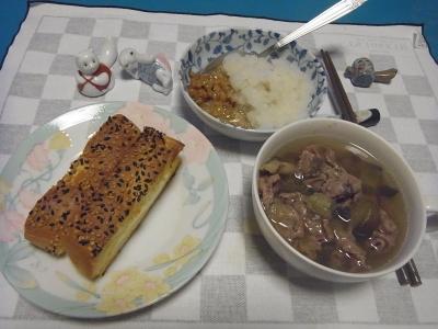 RIMG0039_0809夜-チーズ胡麻パン、牛肉のスープ煮、おろし納豆_400.jpg
