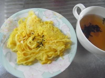 RIMG0044_0810昼-チーズオムレツ焼きそば、わかめスープ_400.jpg