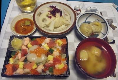 RIMG0007_1124夜-ちらし寿司、小龍包、酢蓮としば漬け、味噌汁_400.jpg