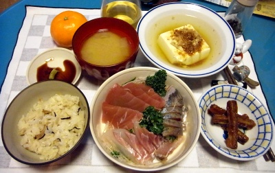 RIMG0018_1130夜-刺身、ごぼうきんぴら、湯豆腐、味噌汁_400.jpg
