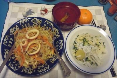 RIMG0022_126夜-イカと野菜焼きそば、レンコンとしらすサラダ、お吸い物_400.jpg
