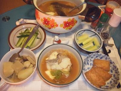 RIMG0006_0211夜-たらチゲ鍋、じゃがいもスープ煮、いなり寿司、セロリ、キュウリ_400.jpg