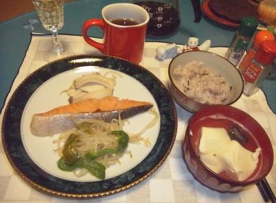 RIMG0028_0303夜-鮭と野菜ソテー、湯豆腐、16穀米ご飯_400.jpg