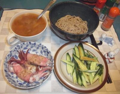RIMG0017_0309夜-ゆでイカ、きゅうりサラダ、カレースープ、蕎麦_400.jpg