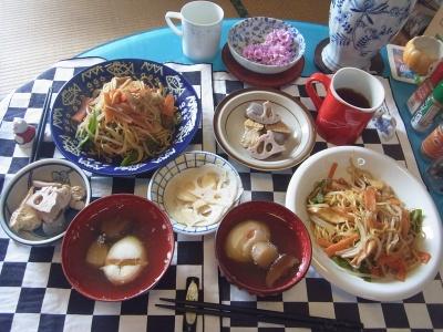 RIMG0021_0313来客昼食-野菜焼きそば、落とし卵のお吸い物、煮物、酢蓮根_400.jpg
