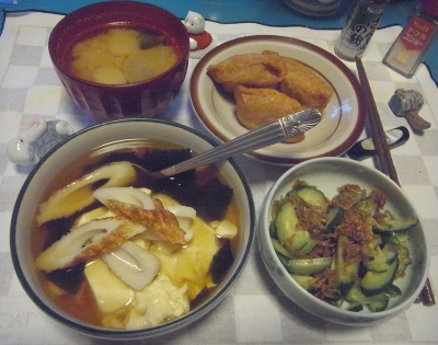 RIMG0012_0406夜-キュウリの柚子ちりめんあえ、湯豆腐、いなり寿司、味噌汁_400.jpg