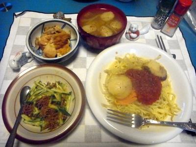RIMG0007_0410夜-ホタテのトマトソーズ焼きそば、キュウリじゃこサラダ、鶏と厚揚げの煮物、味噌汁_400.jpg