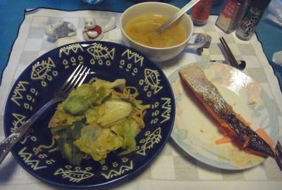 RIMG0007_0415夜-鮭焼き、焼きそば、スープ_400.jpg