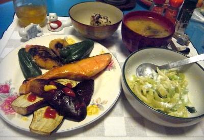 RIMG0026_0512夜-鯖と鮭と野菜焼き、セロリのヨーグルトサラダ、お赤飯、味噌汁_400.jpg