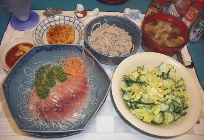 RIMG0022_0706夜-イサキの刺身、キュウリとセロリサラダ、蕎麦、レンコンはさみ揚げ、味噌汁_400.jpg