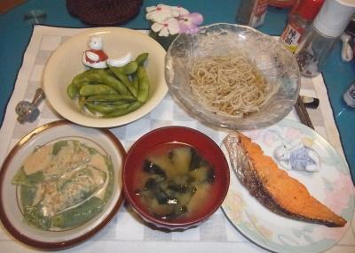 RIMG0023_0801夜-味噌漬け鮭、刺身コンニャク胡麻ダレ、わかめ味噌汁、枝豆、蕎麦_400.jpg