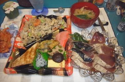 RIMG0004_0802夜-カツオたたき、弁当、小エビ唐揚げ、味噌汁_400.jpg