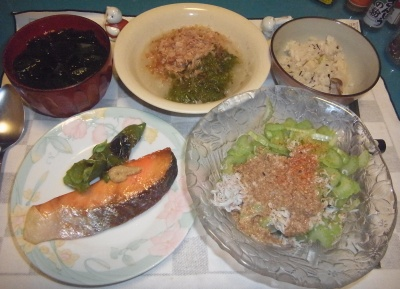 RIMG0004_0816夜-鮭焼き、じゃこサラダ、めかぶおろし、かやくご飯、わかめスープ_400.jpg