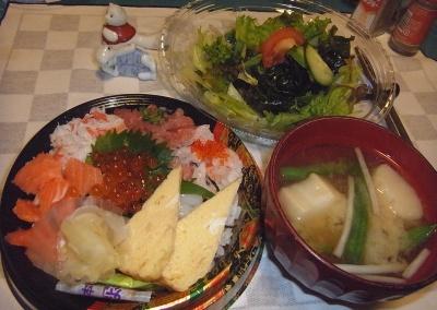 RIMG0015_0829夜-海鮮ちらし寿司、サラダ、味噌汁_400.jpg