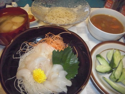 RIMG0027_0830夜-刺し身、カレーシチュー、キュウリ、味噌汁、素麺_400.jpg