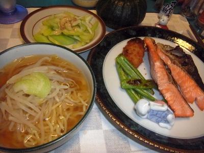 RIMG0048_0922夜-鮭と青唐辛子焼き、もやし麺、セロリサラダ_400.jpg