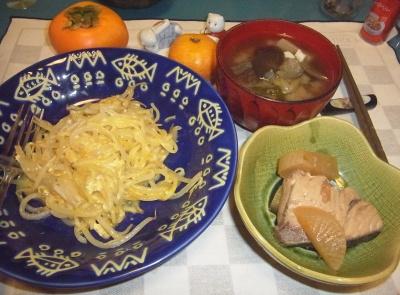 RIMG0041_1004夜-卵チーズ焼きそば、ぶり大根、野菜味噌汁_400.jpg